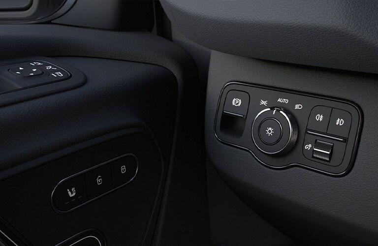 2020 Mercedes-Benz Sprinter 4500 Crew Van front controls