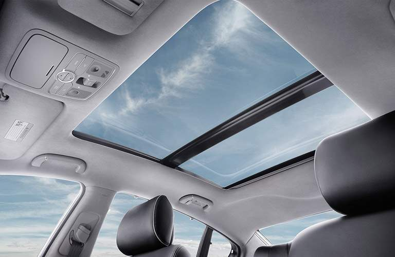 2017 Kia K900 Moon Roof