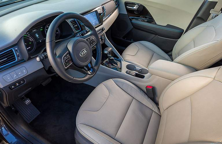 Dashboard and front seats of the 2018 Kia Niro