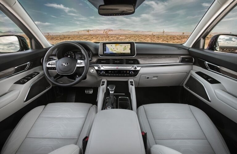Dashboard, steering wheel and touchscreen of 2020 Kia Telluride