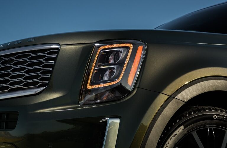2020 Kia Telluride front headlight