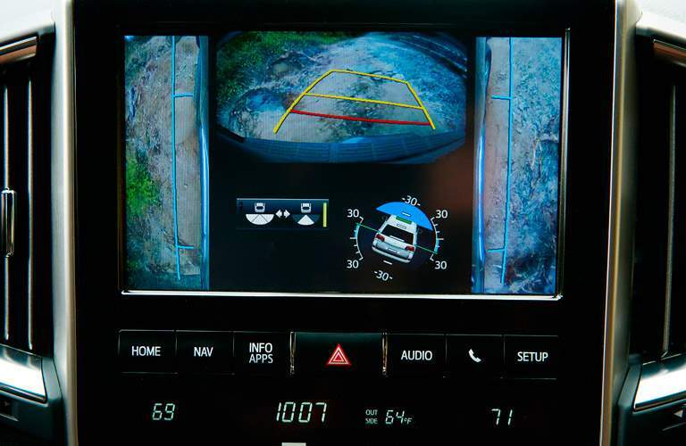 2017 Toyota Land Cruiser infotainment system