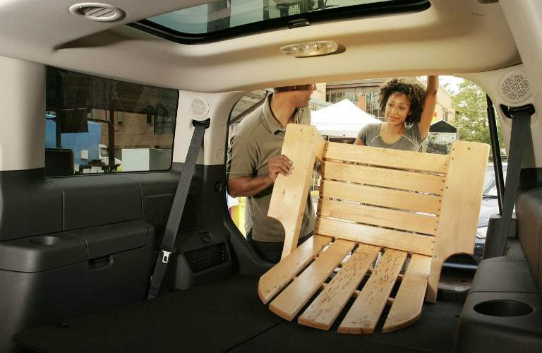Couple loading chair into 2017 Ford Flex