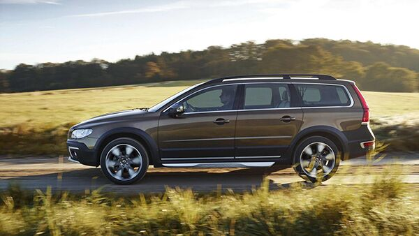 2017 vw golf alltrack vs 2016 volvo xc70. Black Bedroom Furniture Sets. Home Design Ideas
