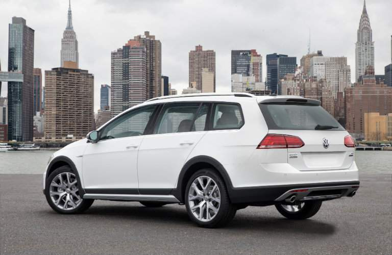 2018 Volkswagen Golf Alltrack white back