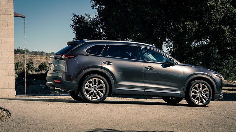 Side profile of 2016 Mazda CX-9