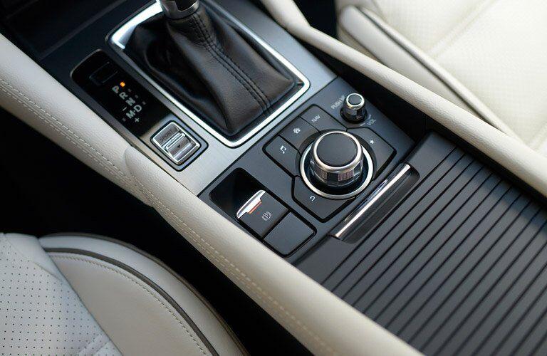 Control knob in the 2017 Mazda6