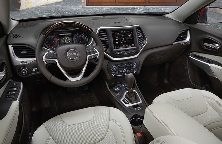 2017 Jeep Cherokee steering wheel and infotainment