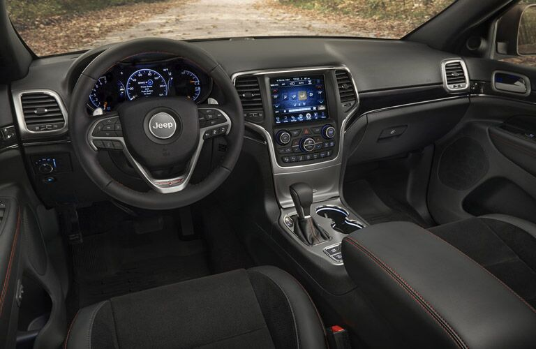 steering wheel and Uconnect infotainment system of the 2017 Jeep Grand Cherokee