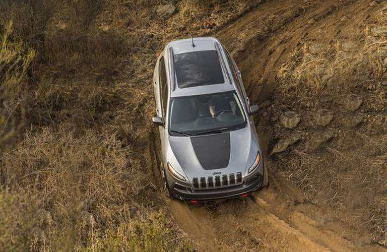 overhead view of a 2018 Jeep Cherokee on a dirty road