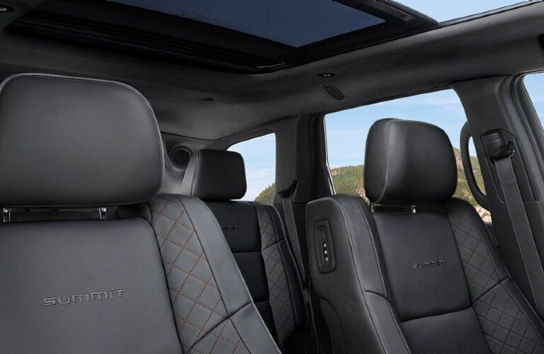 2021 Jeep Grand Cherokee front seats