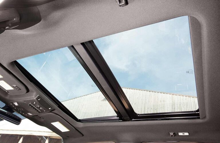 Panoramic moonroof of 2018 Ford Super Duty F-350