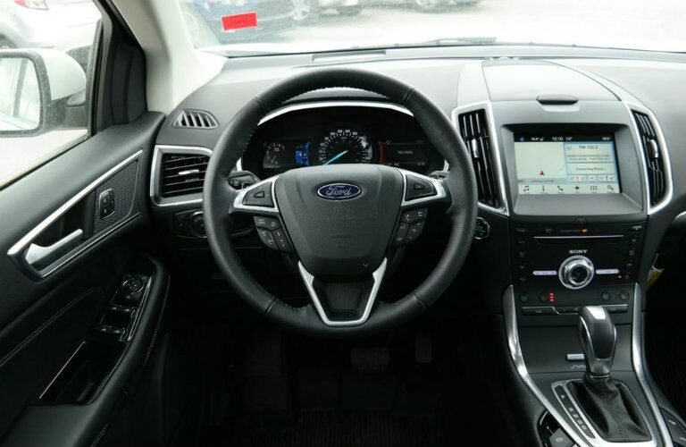Steering wheel and gear shifter of 2018 Ford Edge