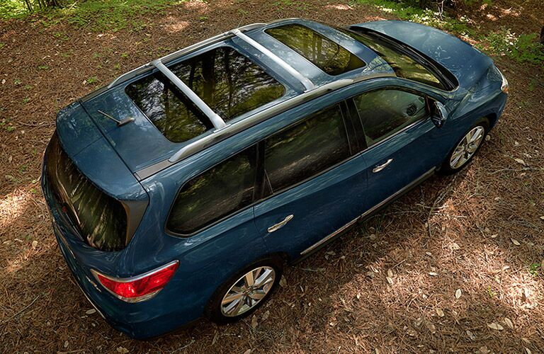 Overhead view of blue 2016 Nissan Pathfinder