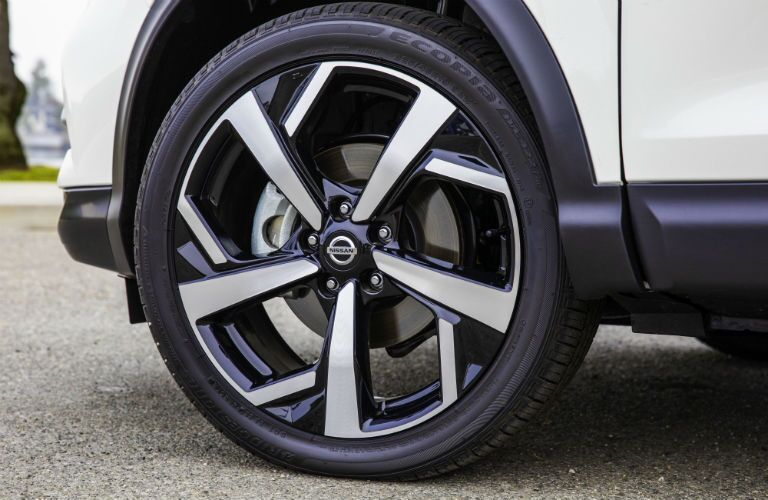 Closeup of wheel on 2020 Nissan Rogue Sport