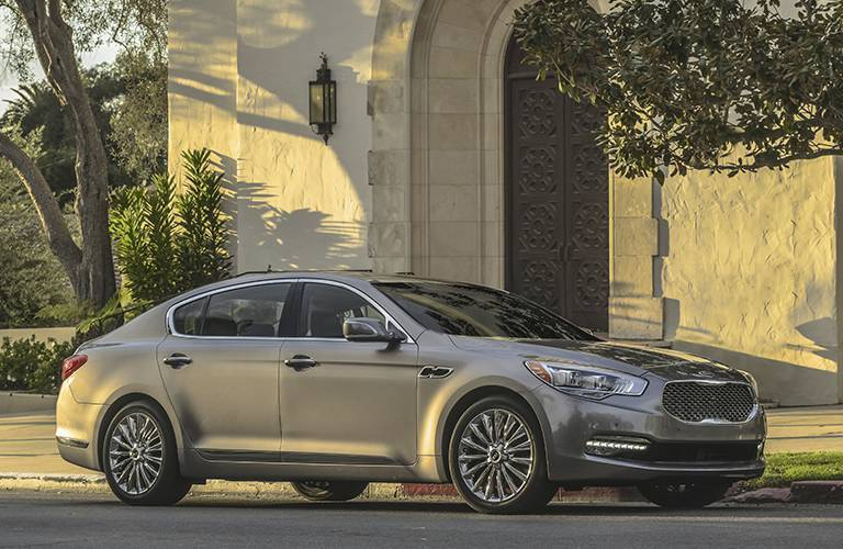 2016 Kia K900 in gray