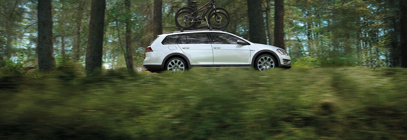 New 2017 Volkswagen Alltrack in Highland, IN