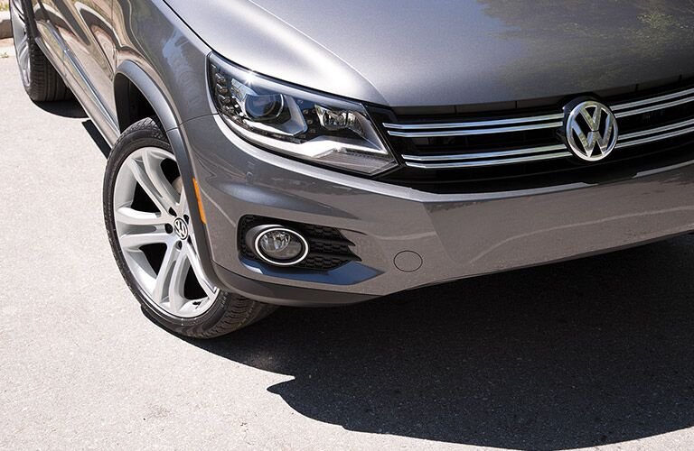 View of the 2017 Volkswagen Tiguan from the front grille