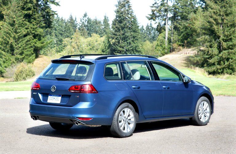 Rear/side profile of blue 2017 Volkswagen Golf SportWagen
