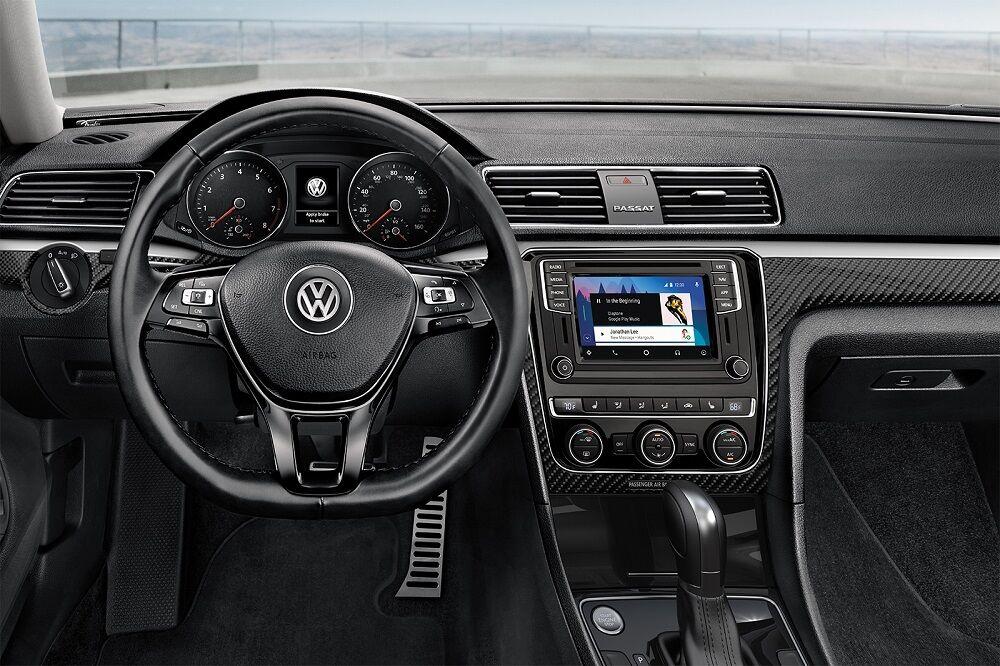Sayville NY - 2019 Volkswagen Passat Interior