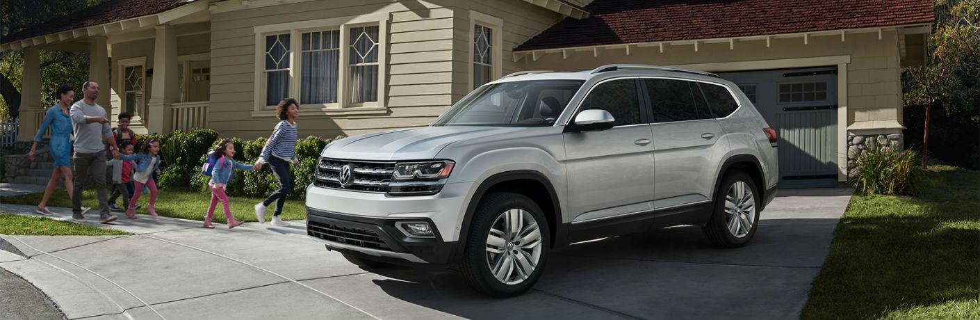 A front-left quarter photo of the 2020 Volkswagen Atlas in a driveway.