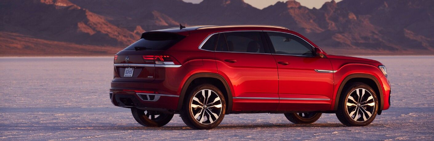 A right profile view of the 2021 Volkswagen Atlas Cross Sport.