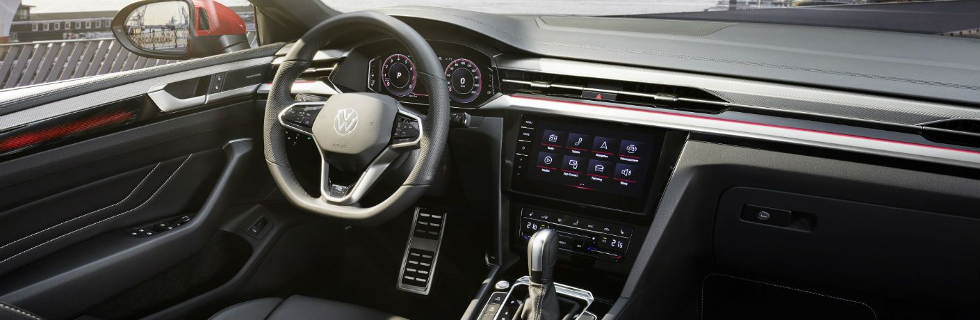 A photo of the driver's cockpit in the 2021 Volkswagen Arteon.