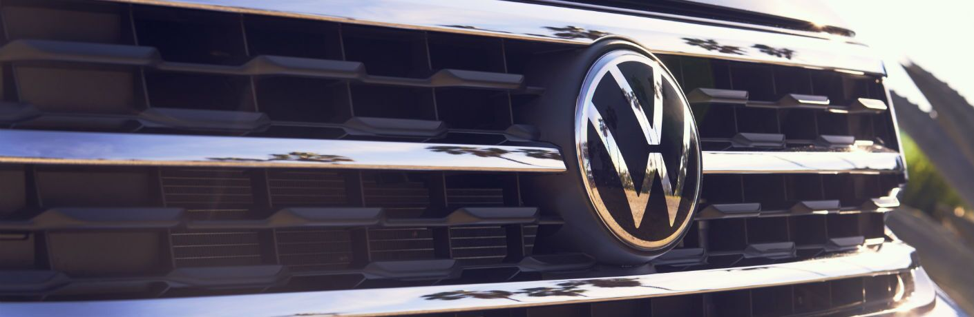 A photo of the three-bar grilled used on the 2021 Volkswagen Atlas.