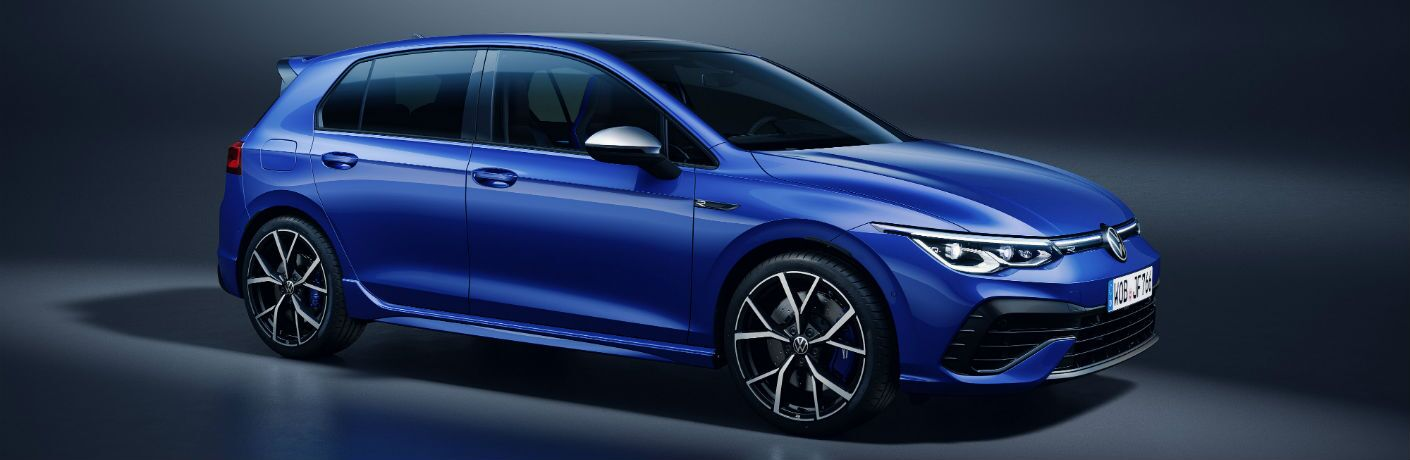 A right profile photo of the 2022 Volkswagen Golf R.