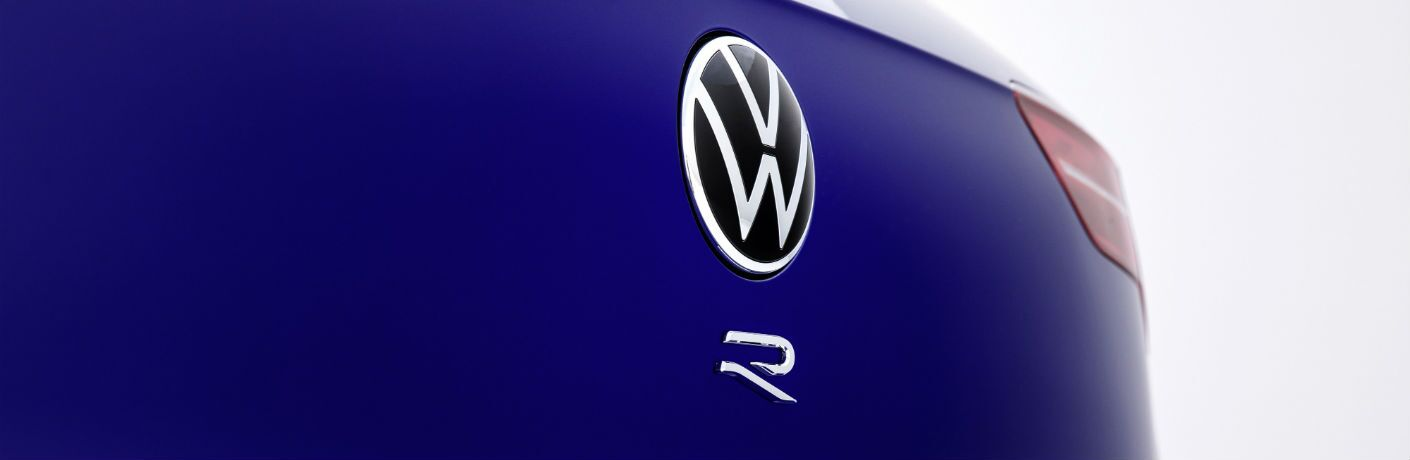 A photo of the R badge used by the 2022 Volkswagen Golf R.