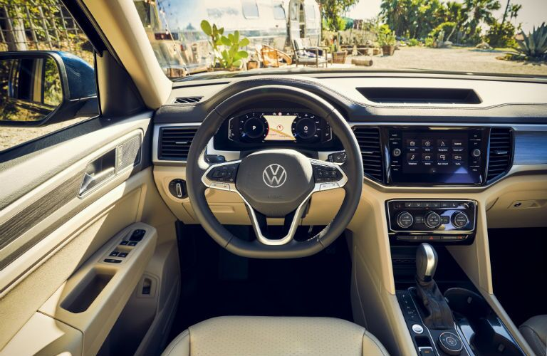A photo of the driver's cockpit in the 2021 VW Atlas.