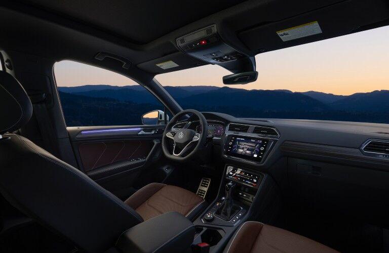 The driver's cockpit in the 2022 Volkswagen Tiguan.