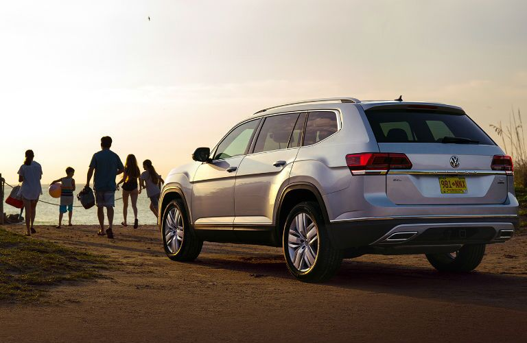 A photo of the 2019 VW Atlas with a family getting out of it.