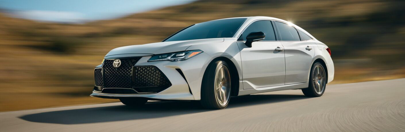 2019 Toyota Avalon Hybrid exterior in white