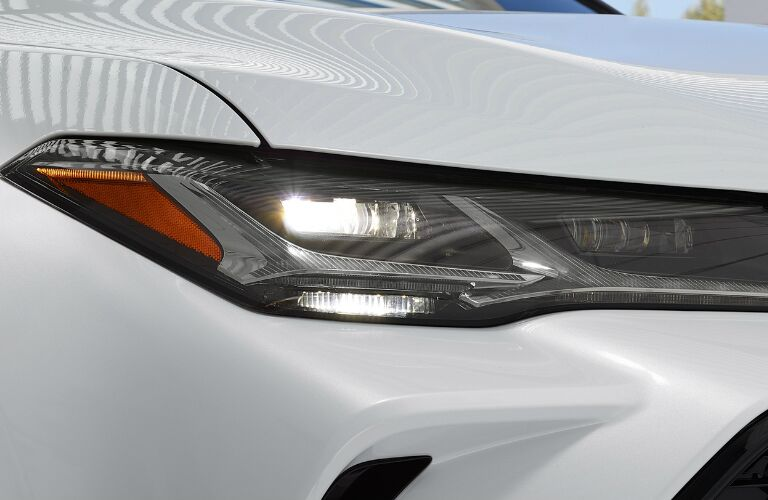 2019 Toyota Avalon Hybrid right front headlight