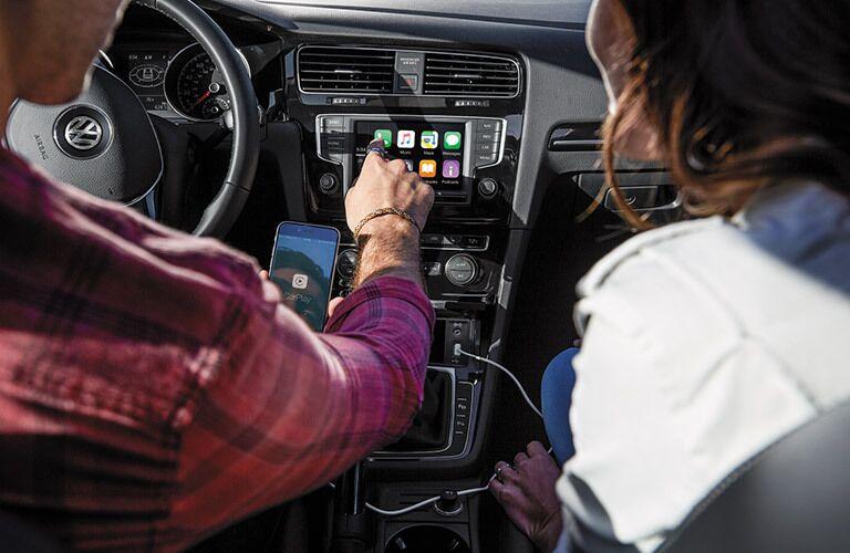 2017 Volkswagen Golf Using App-Connect Feature