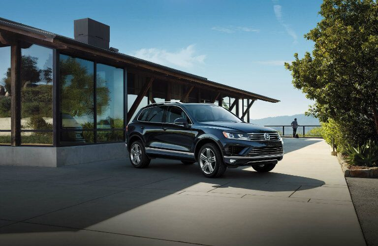 2017 Volkswagen Touareg Moonlight Blue Metallic