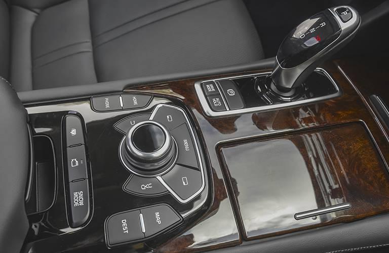 2016 Kia K900 compartments