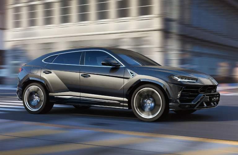 2018 Lamborghini Urus SSUV Exterior Passenger Side Front