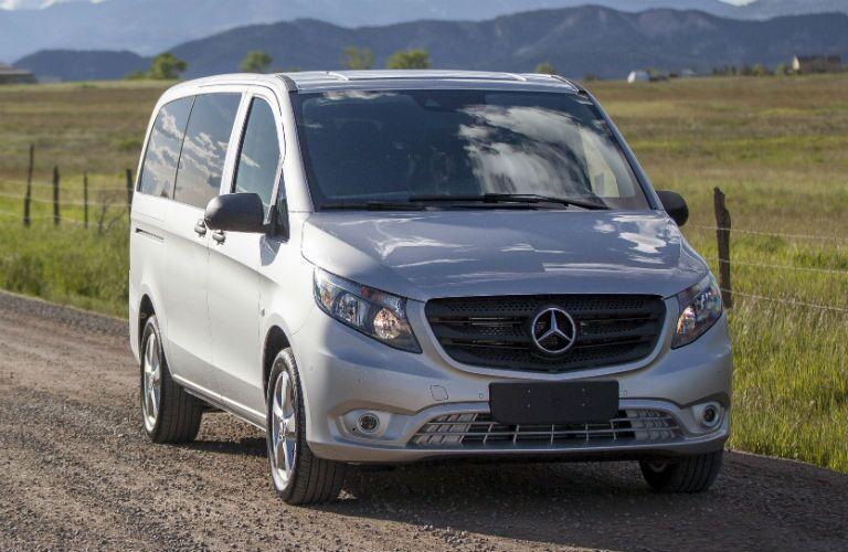 2016 Mercedes-Benz Metris Passenger Van Exterior Passenger Side Front Angle