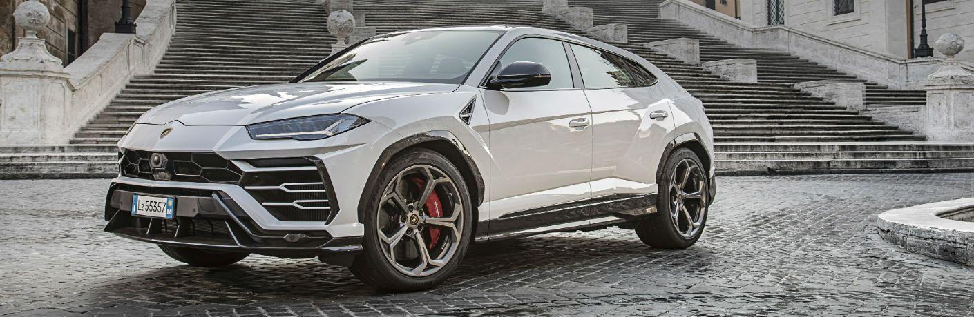 2019 Lamborghini Urus Exterior Driver Side Front Profile