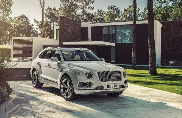 2020 Bentley Bentayga Exterior Passenger Side Front Angle