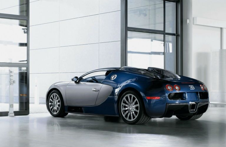 Bugatti Veyron Exterior Driver Side Rear Profile