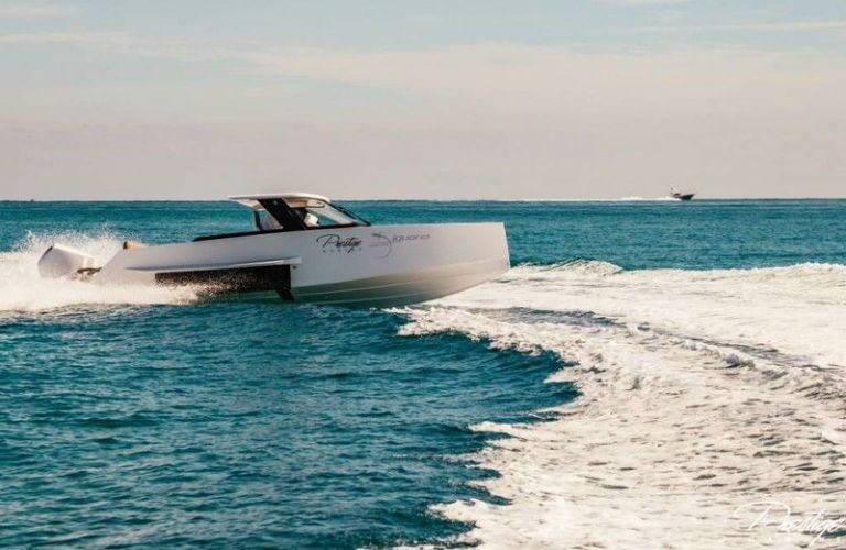 Iguana Yachts Commuter in Water