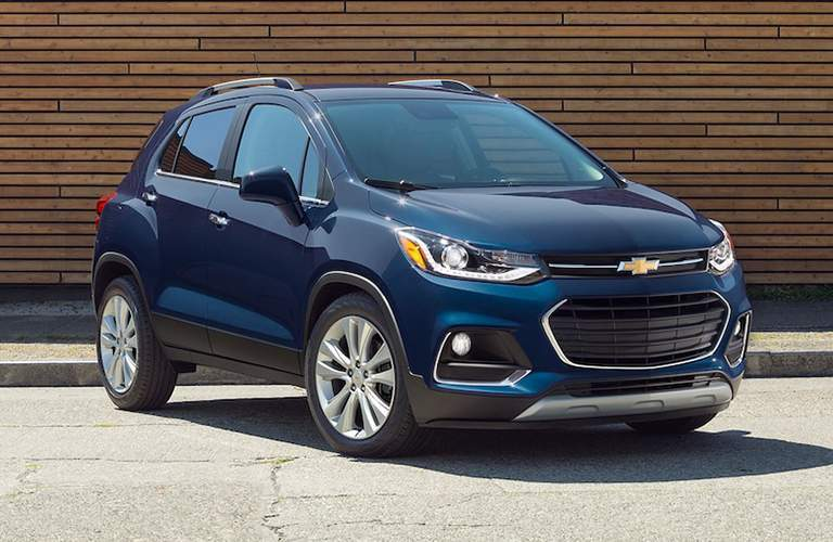 Front Quarter profile of the 2018 Chevrolet Trax Parked in front of a slatted wall
