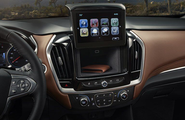 2018 Chevy Traverse interior dashboard features