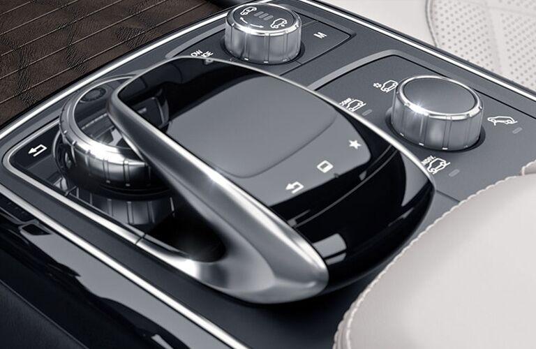 2019 Mercedes-Benz GLS center console