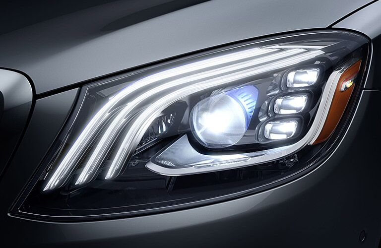 2020 MB S Class front driver side headlight