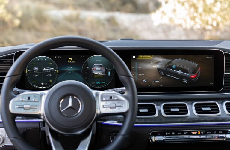 Steering wheel and dashboard in 2020 Mercedes-Benz GLS