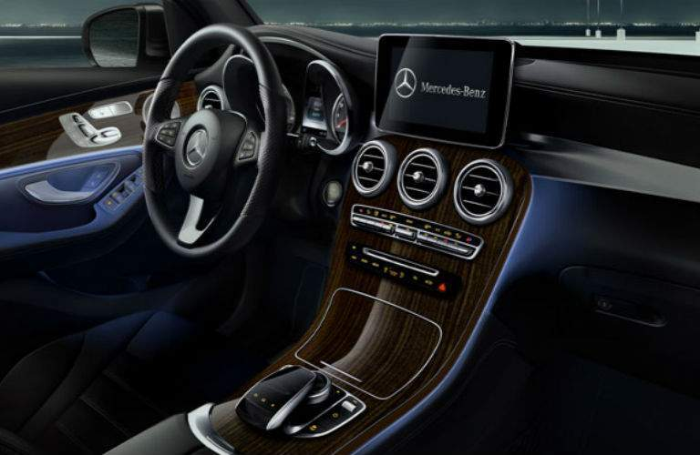 2018 Mercedes-Benz GLC interior front view entertainment